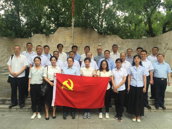 2019年7月16日,全体党员参观哈尔滨烈士陵园,接受洗礼